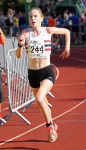 Sophie Cowper brings Lincoln Wellingon home to victory in 2015 4 stage road relay championship
