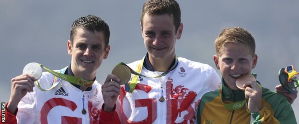 Alistair Brownlee wins triathlon gold, brother Jonny second