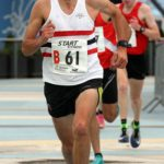 Aaron Scott takes Lincoln Wellington AC in to lead on the 2nd leg of the senior mens 6 stage relay, Northern Senior 6 and 4 and Junior Stage Road Relays, SportsCity, Manchester. Photo: David T. Hewitson/Sports for All Pics
